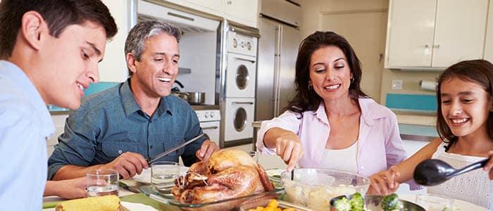 host_family_student_dinner